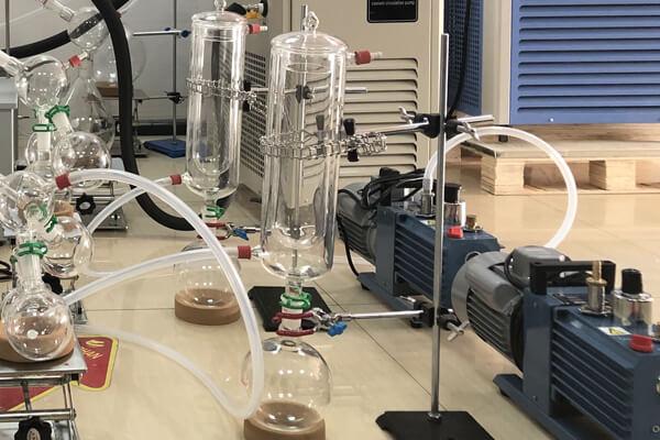Short path distillation condenser